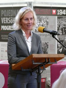 Frau Dr. Bernadette Weyland