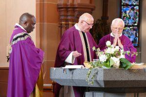 v.l.n.r. Pfarrer Vincent Jijingi, Pfarrer Klaus Wüst, Monsignore Dr. Henryk Bolczyk